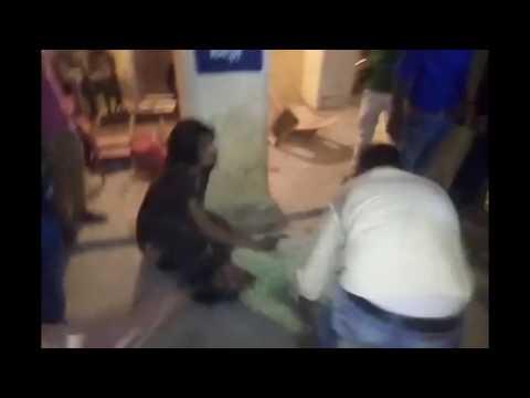 صوت الإمارات - شاهد لحظة ضرب وقتل امرأة خارج مركز شرطة