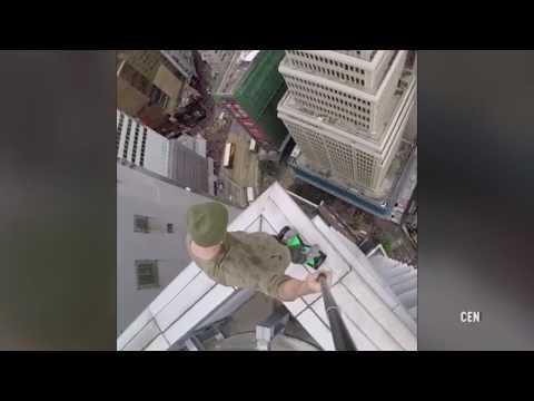 صوت الإمارات - شاهد روسي يسير بـسكوتر ذكي ويلعب السلة على حافة ناطحة سحاب