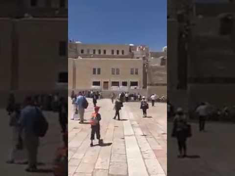 صوت الإمارات - شاهد · فتاه إسرائيلية تمشي عاريه في القدس لاستفزاز الفلسطينيين