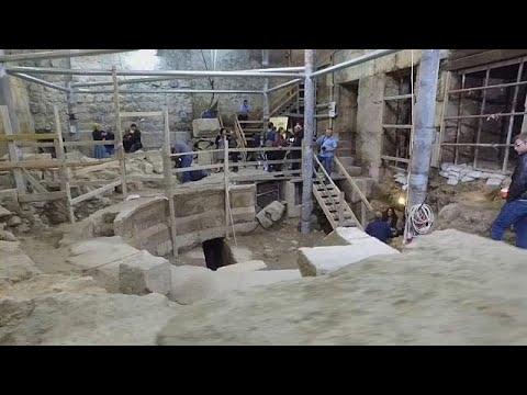 صوت الإمارات - شاهد اكتشاف مسرح روماني تحت الأرض بالقرب من الأقصى