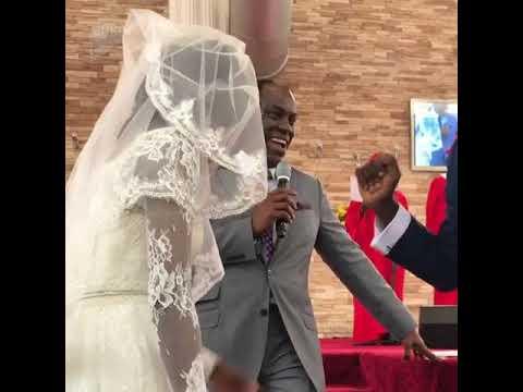 صوت الإمارات - رد فعل غير متوقع لعريس كشف النقاب عن العروس