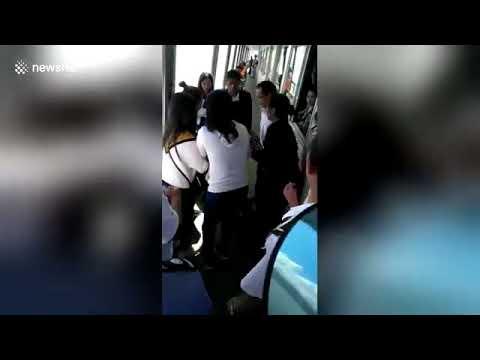 صوت الإمارات - شاهد رد فعل فتاة سقط هاتفها في المياه