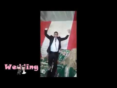 صوت الإمارات - شاهد عريس يُبالغ في فرحته والعروس تنكزه ليتوقّف