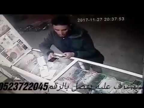 شاهد لحظة سرقة لص محل هواتف في سطات