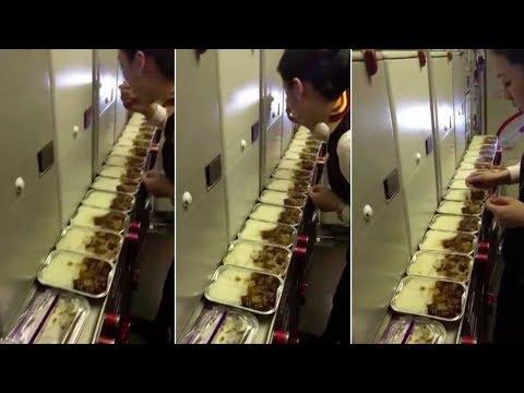 شاهد مضيفة تتناول بقايا الطعام في طائرة صينية