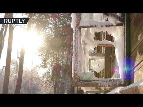شاهد البرد يحول منزلًا مهجورًا في روسيا إلى تحفة فنية