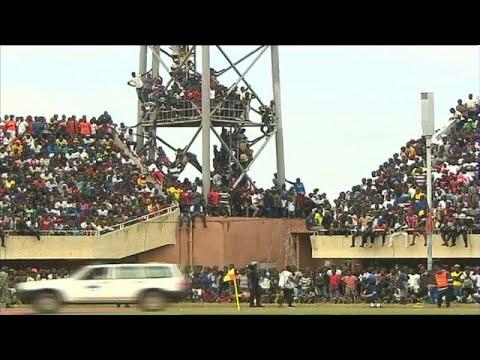 شاهد جماهير غامبيا تغزو ملعب الاستقلال