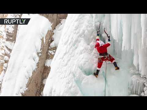 شاهد بابا نويل يتبادل مزلقة بفؤوس الثلج