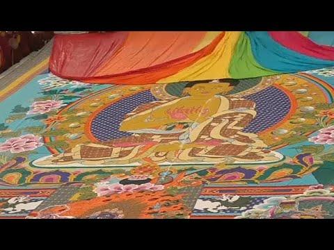 شاهد طقوس بوذية يؤديها مجموعة من معتنقي هذه الديانة