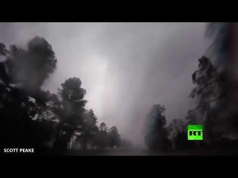 شاهد لحظة مروّعة لإعصار يضرب ولاية ألاباما الأميركية