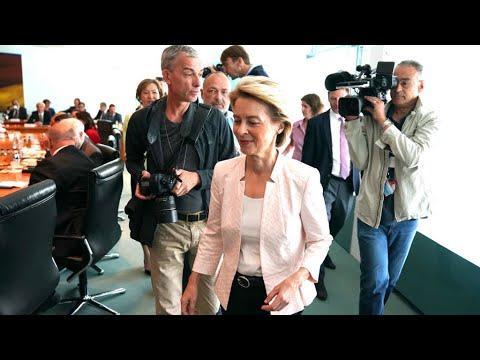 شاهد وزيرة الدفاع الألمانية تأمل بأن تصبح أول امرأة تتولى رئاسة المفوضية الأوروبية