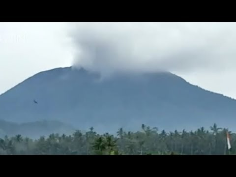 small eruption at indonesia volcano triggers