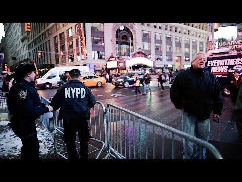 thousands of police on patrol in nyc for 2018 celebrations