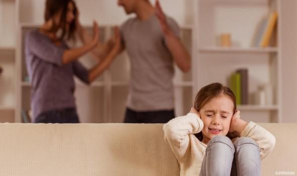 صوت الإمارات - كيف تتجنب النقاش المحتدم مع زوجتك أمام الأطفال