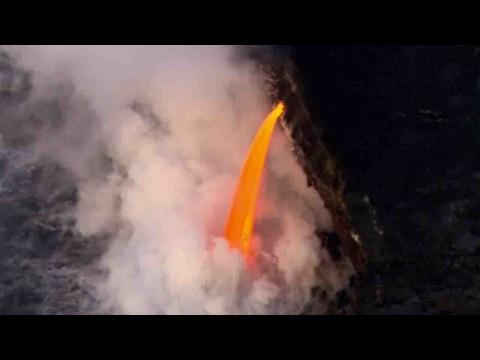 صوت الإمارات - انهيار جرف بحري بسبب ثورة بركان في جزر هاواي