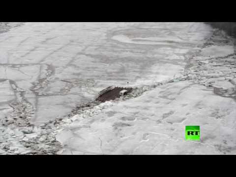 صوت الإمارات - بالفيديو مشاهد مميّزة للجليد الزاحف على نهر تيسا في هنغاريا