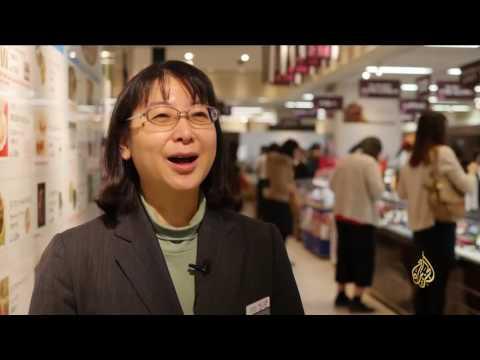 صوت الإمارات - شاهد اليابانيون يحتفلون بعيد الحب بتقديم الهدايا