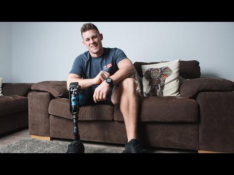 صوت الإمارات - بالفيديو جاك إيرس يدخل التاريخ كأول عارض أزياء مبتور الساق