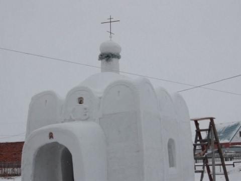 صوت الإمارات - بالفيديو بناء كنيسة  ضخمة من الثلج في مدينة سيبيريا الروسية