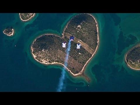 صوت الإمارات - شاهد القفز على جزيرة الحب في كرواتيا