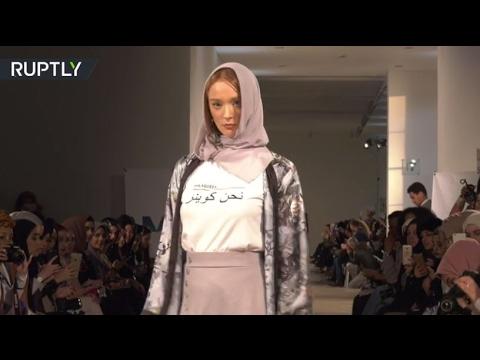 صوت الإمارات - بالفيديو عرض أزياء بمسحة تقليدية في أسبوع الموضة في لندن