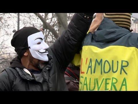 صوت الإمارات - شاهد مظاهرات في فرنسا ضد استفحال الفساد في البلاد
