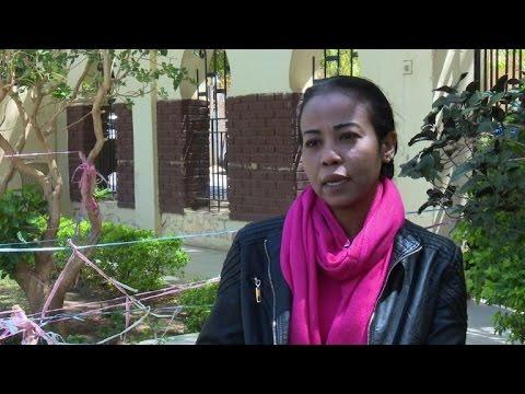 صوت الإمارات - بالفيديو صحافية سودانية تشتكي من مضايقة اسلاميين متطرّفين
