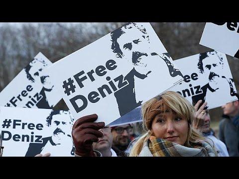 صوت الإمارات - شاهد حبْسُ الصحافي دونيز يوجيل يُسمِّم العلاقات الألمانية التركية