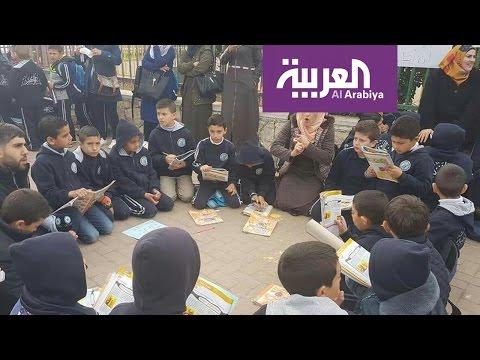 صوت الإمارات - مدرسون فلسطينيون يحولون الشارع لفصل دراسي