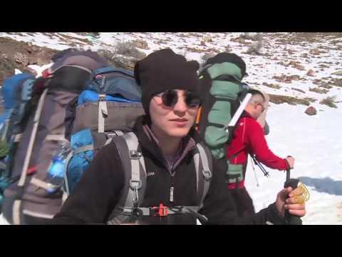 صوت الإمارات - شاهد رحلة تسلق وسط الثلوج لقمة جبل هلكورد بين العراق وإيران