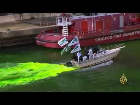 صوت الإمارات - شاهد لحظة تغير لون النهر الذي يشق شيكاغو