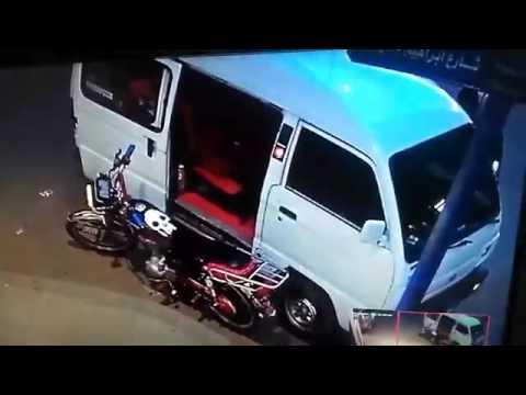 صوت الإمارات - شاهد سرقة موتوسيكل من أمام صيدلية في الإسكندرية