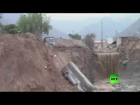 صوت الإمارات - شاهد فرق الإنقاذ تجلي مئات السكان في العاصمة البيروفية