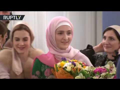 صوت الإمارات - شاهد ابنة رئيس الشيشان تقدم أولى مجموعاتها للزي الإسلامي