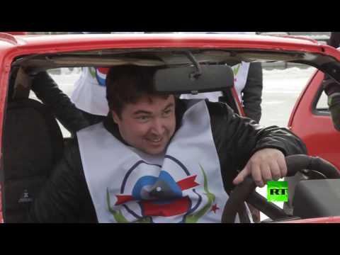 صوت الإمارات - شاهد كيرلنغ السيارات في مدينة يكاتيرينبورغ الروسية