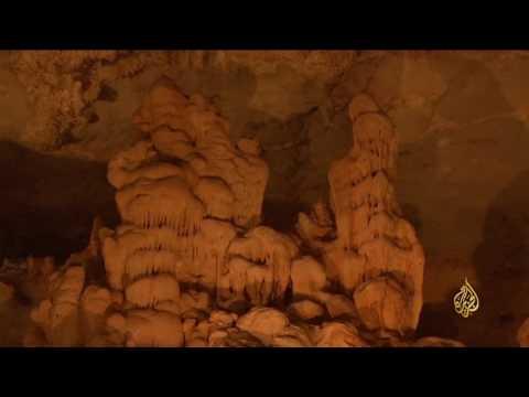 صوت الإمارات - بالفيديو فنون وإبداعات الطبيعة في احدى مغارات سلطنة عمان