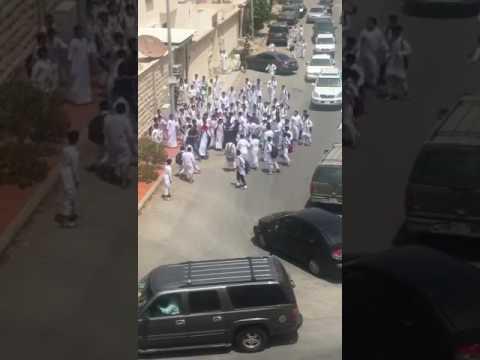 صوت الإمارات - شاهد مشاجرة عنيفة بين طلاب في السعودية