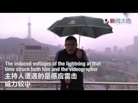 صوت الإمارات - بالفيديو مراسل نشرة جوية يتعرّض إلى صاعقة برق في بث مباشر