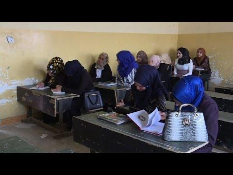 صوت الإمارات - شاهد طلاب جامعة الموصل يحرصون على عدم إضاعة عام دراسي جديد