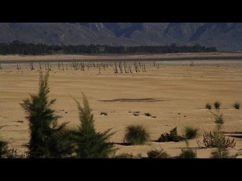 صوت الإمارات - شاهد تدابير جذرية لمكافحة أسوأ موجة جفاف في كيب تاون منذ قرن