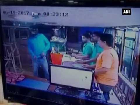 صوت الإمارات - لحظة اقتحام مجهول لصالة رياضية فى راجستان