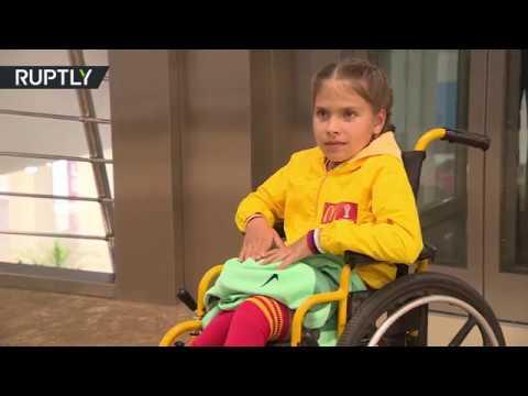 صوت الإمارات - طفلة من ذوي الاحتياجات الخاصة تستمتع بلحظة تاريخية مع رونالدو