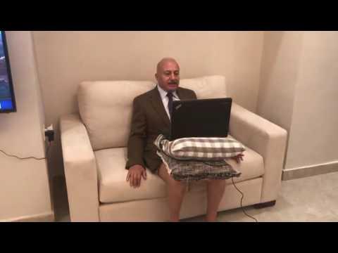 صوت الإمارات - شاهد ظهور المحلل السياسي مجيد عصفور بـ الشورت أثناء لقاء عبر السكايب