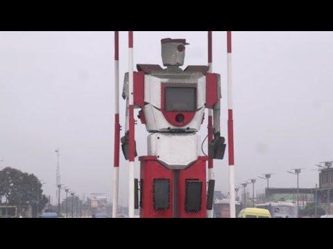 صوت الإمارات - روبوت لتنظيم حركة المرور في شوارع الكونغو