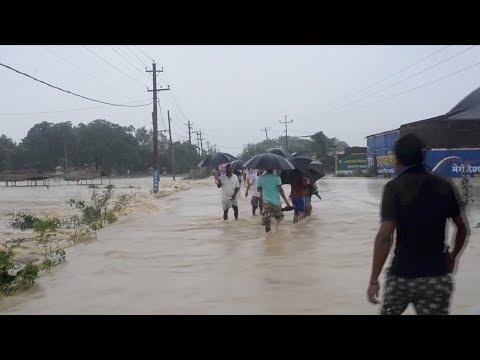 صوت الإمارات - شاهد الأمطار الغزيرة تتسبب في فيضانات عارمة في نيبال