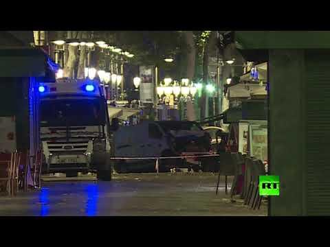صوت الإمارات - شاهد الحافلة الصغيرة التي دهست المواطنين في هجوم برشلونة