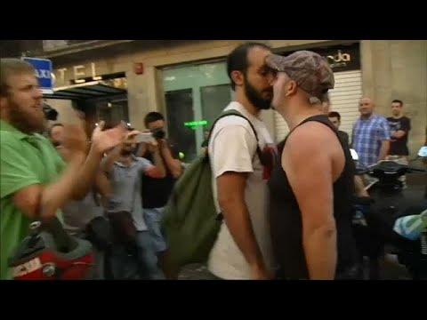 صوت الإمارات - انقسامات في الشارع الإسباني على خلفية هجوم برشلونة