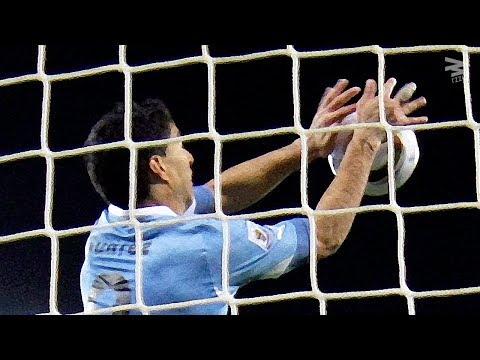 صوت الإمارات - شاهد لاعبون تحولوا إلى حراس مرمى غير شرعيين