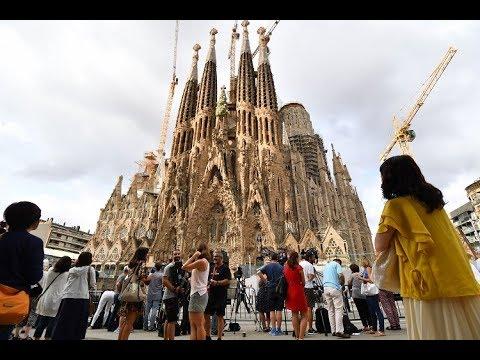 صوت الإمارات - شاهد مراسم الصلاة على ضحايا هجوم برشلونة