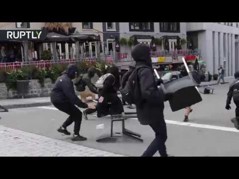 صوت الإمارات - شاهد مواجهات في الكيبيك بين الشرطة ومتظاهرين مؤيدين للمهاجرين